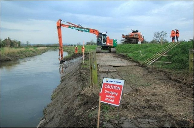 22 tonne excavator operating on the bank of the River Parrett