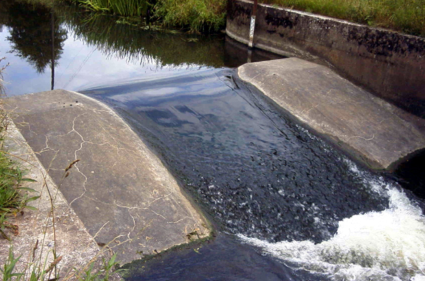 Rodington hydrometric gauging weir before the fish pass was installed