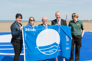 Blackpool partners improving water quality: Councillors, LOVEmyBEACH, United Utilities, Environment Agency.